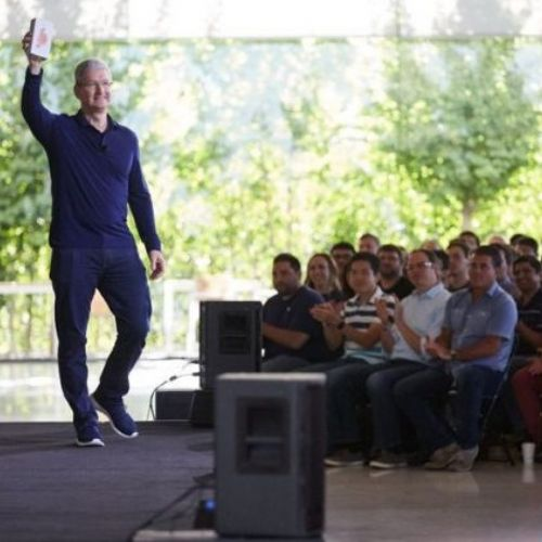 Apple ha venduto un miliardo di iPhone, conferma Cook